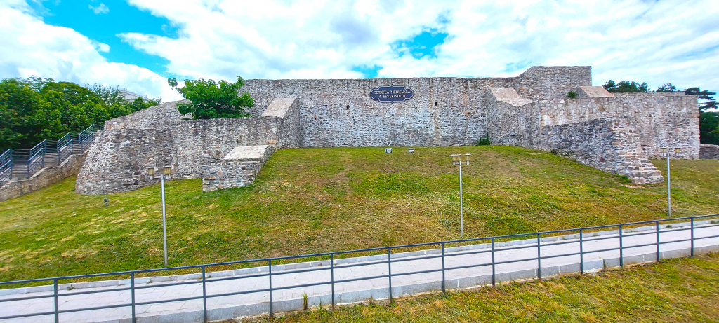 Cetatea-Medievala-Front