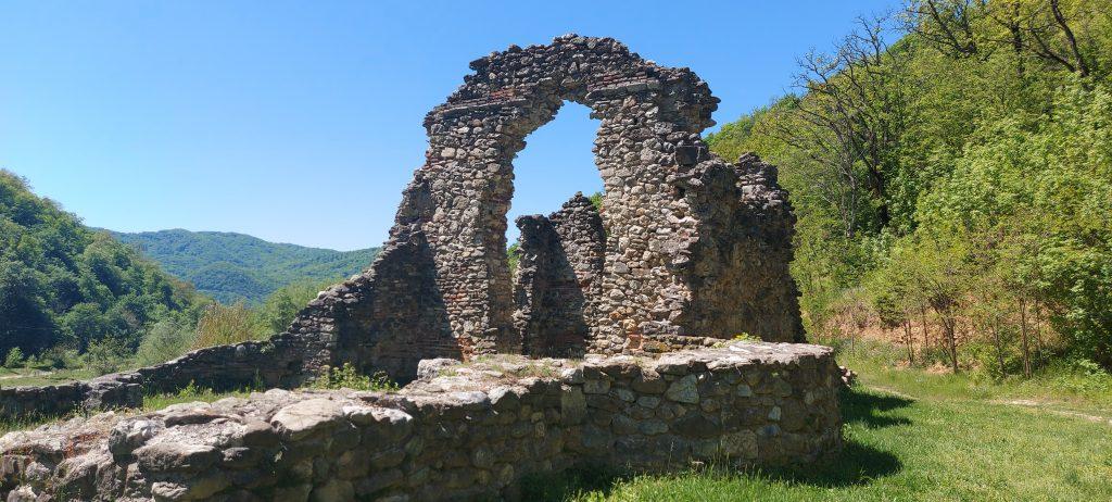 Ruinele Bisericii Fostei Mănăstiri Vodița