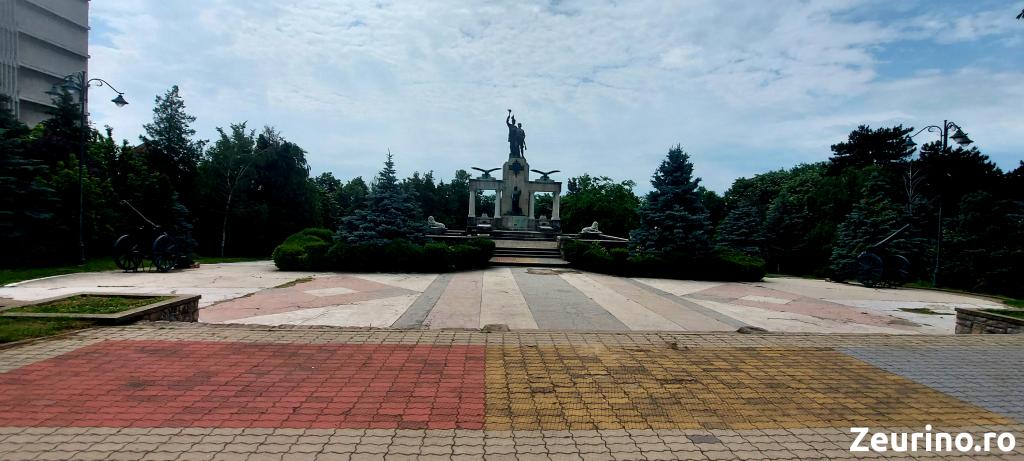 Monumentul Eroilor - Vedere de ansamblu